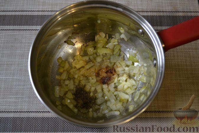 Фото приготовления рецепта: Фасолевый суп с грецкими орехами - шаг №5