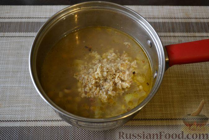 Фото приготовления рецепта: Фасолевый суп с грецкими орехами - шаг №11