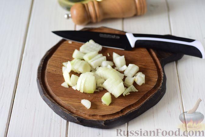 Фото приготовления рецепта: Гороховая каша с колбасой - шаг №4