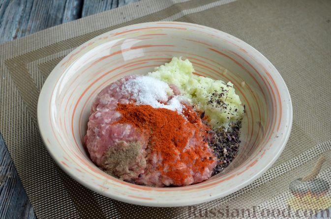 Фото приготовления рецепта: Сырный рулет с мясным фаршем (в духовке) - шаг №7