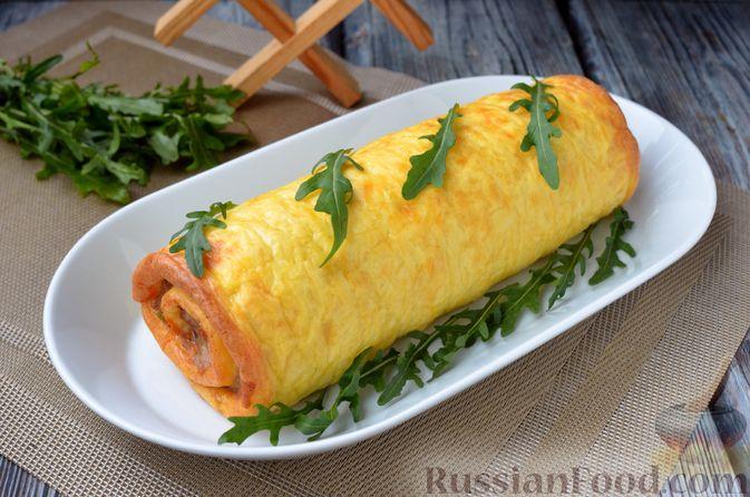 Фото приготовления рецепта: Сырный рулет с мясным фаршем (в духовке) - шаг №14