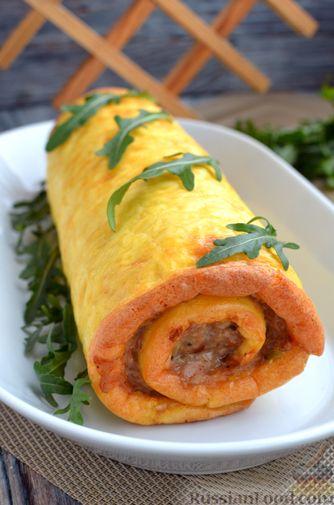 Фото приготовления рецепта: Сырный рулет с мясным фаршем (в духовке) - шаг №16