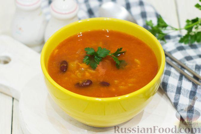 Фото к рецепту: Тыквенный суп с фасолью и сельдереем