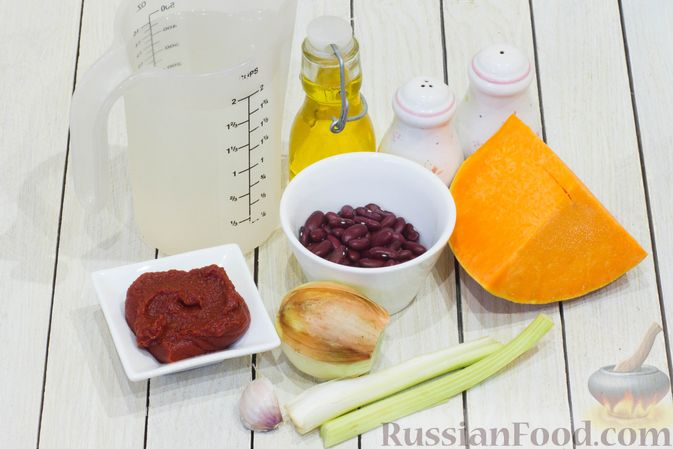 Фото приготовления рецепта: Тыквенный суп с фасолью и сельдереем - шаг №1