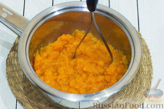 Фото приготовления рецепта: Тыквенный суп с фасолью и сельдереем - шаг №4