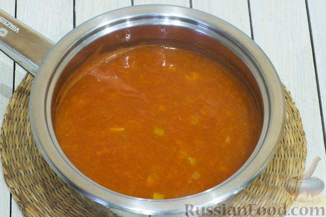 Фото приготовления рецепта: Тыквенный суп с фасолью и сельдереем - шаг №9