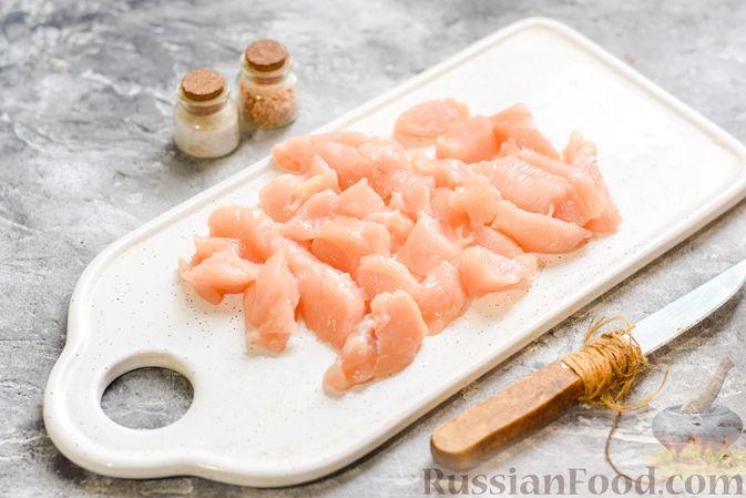 Фото приготовления рецепта: Макароны с курицей и тыквой - шаг №4
