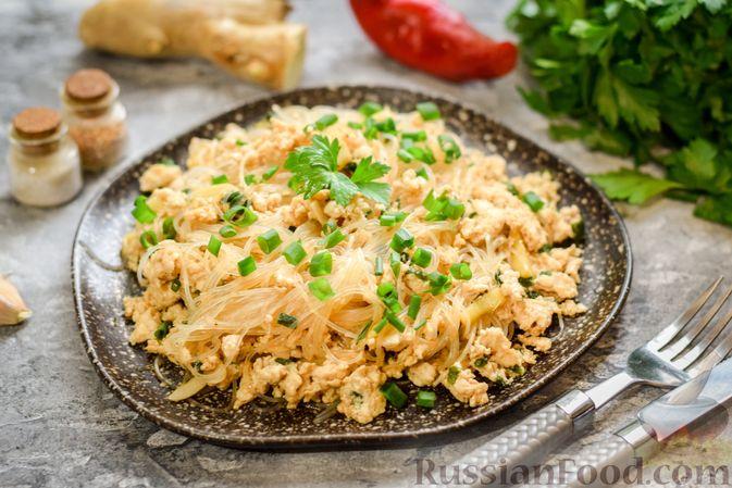 Фото к рецепту: Фунчоза с куриным фаршем