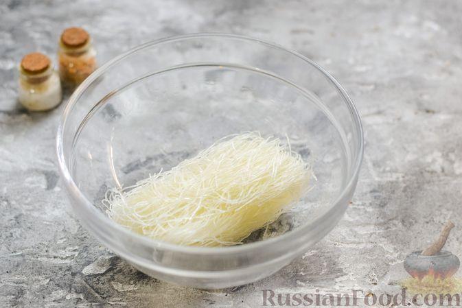 Фото приготовления рецепта: Фунчоза с куриным фаршем - шаг №5