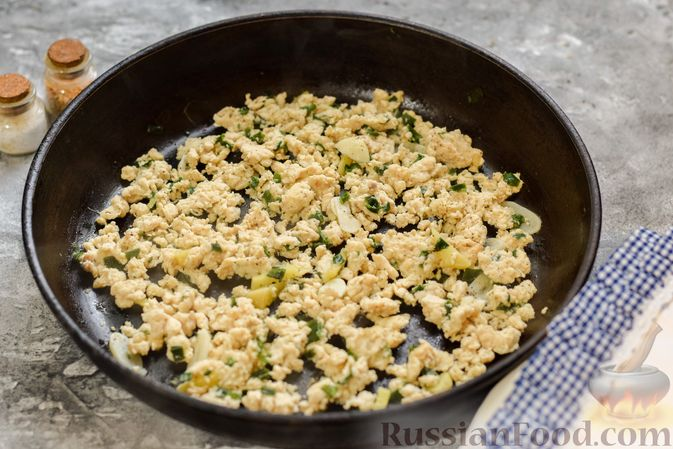 Фото приготовления рецепта: Фунчоза с куриным фаршем - шаг №4