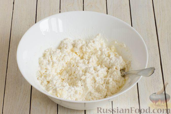 Фото приготовления рецепта: Картофельная запеканка с тыквой, шпинатом, сыром и сметаной - шаг №5