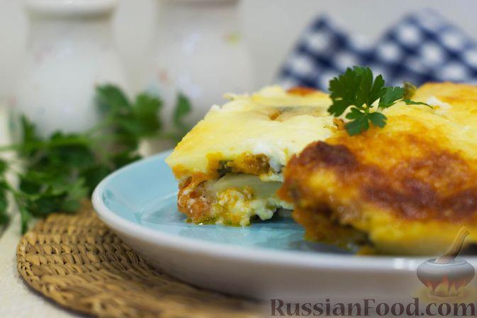 Фото приготовления рецепта: Картофельная запеканка с тыквой, шпинатом, сыром и сметаной - шаг №14