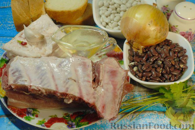 Фото приготовления рецепта: Свиные рёбрышки, запечённые с фасолью и хлебом (кассуле) - шаг №1