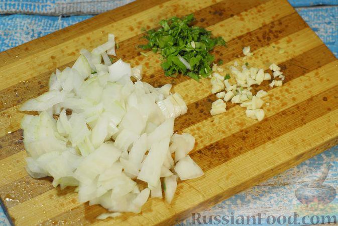 Фото приготовления рецепта: Свиные рёбрышки, запечённые с фасолью и хлебом (кассуле) - шаг №3