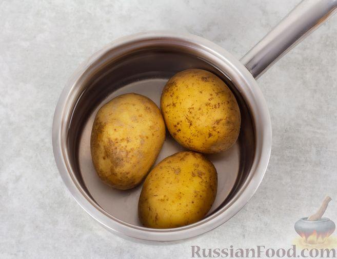Фото приготовления рецепта: Винегрет с квашеной капустой и зелёным горошком (без моркови) - шаг №3
