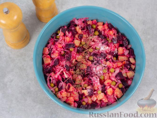 Фото приготовления рецепта: Винегрет с квашеной капустой и зелёным горошком (без моркови) - шаг №9