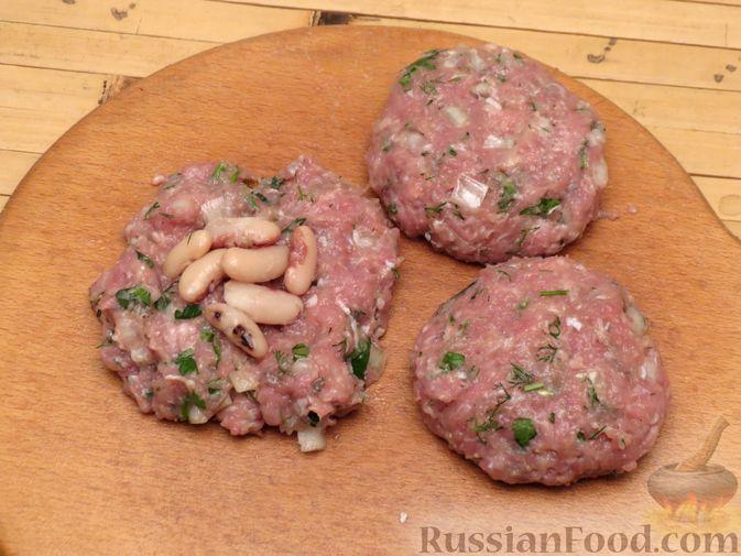 Фото приготовления рецепта: Куриные зразы с консервированной фасолью - шаг №5