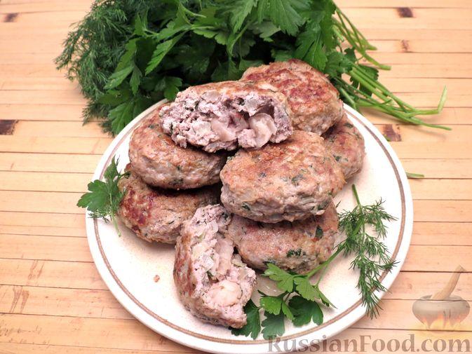 Фото приготовления рецепта: Куриные зразы с консервированной фасолью - шаг №7