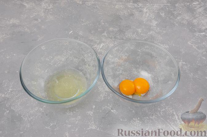 Фото приготовления рецепта: Воздушная манная запеканка на молоке - шаг №5