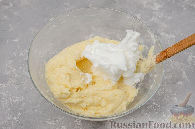 Фото приготовления рецепта: Воздушная манная запеканка на молоке - шаг №10