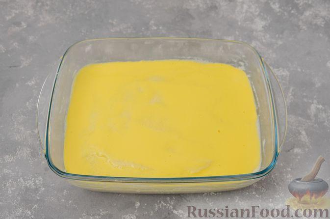 Фото приготовления рецепта: Воздушная манная запеканка на молоке - шаг №13
