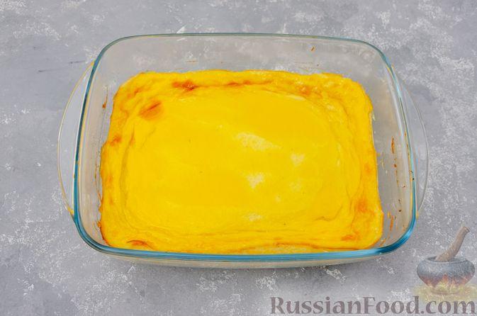Фото приготовления рецепта: Воздушная манная запеканка на молоке - шаг №14