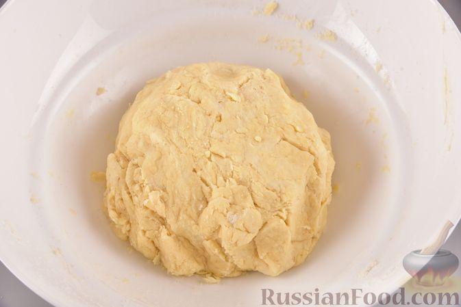 Фото приготовления рецепта: Гата с ореховой начинкой - шаг №5