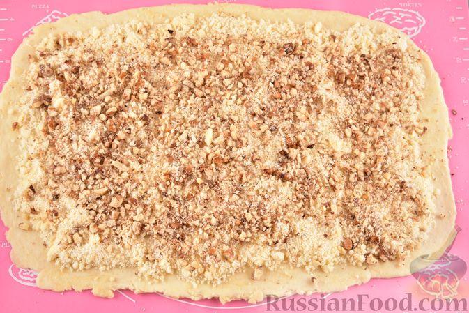Фото приготовления рецепта: Гата с ореховой начинкой - шаг №15