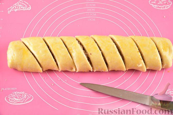 Фото приготовления рецепта: Гата с ореховой начинкой - шаг №17