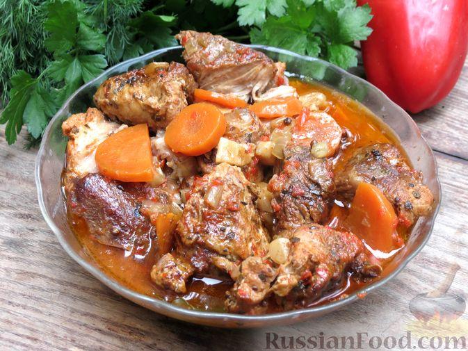 Фото к рецепту: Рагу из свинины с морковью, сладким перцем, сельдереем и белым вином