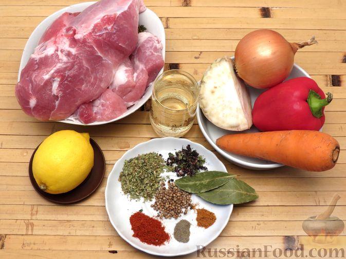 Фото приготовления рецепта: Рагу из свинины с морковью, сладким перцем, сельдереем и белым вином - шаг №1