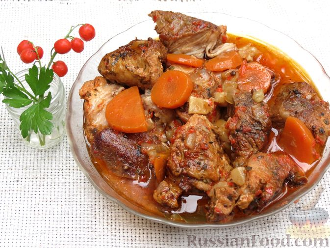 Фото приготовления рецепта: Рагу из свинины с морковью, сладким перцем, сельдереем и белым вином - шаг №15