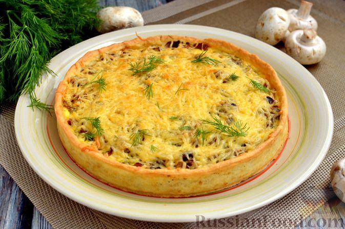 Фото к рецепту: Киш с обжаренными грибами и зеленью