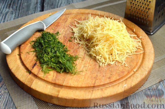 Фото приготовления рецепта: Киш с обжаренными грибами и зеленью - шаг №9