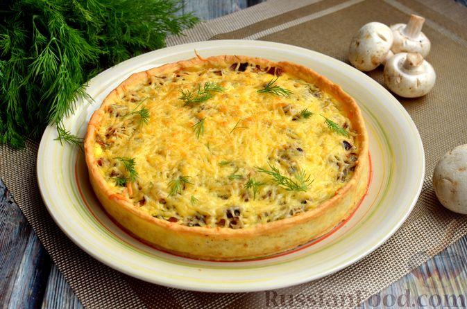 Фото приготовления рецепта: Киш с обжаренными грибами и зеленью - шаг №15