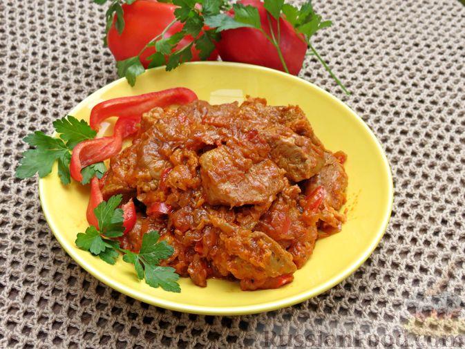 Фото приготовления рецепта: Индейка, тушенная с овощами в томатном соусе, с сыром - шаг №15