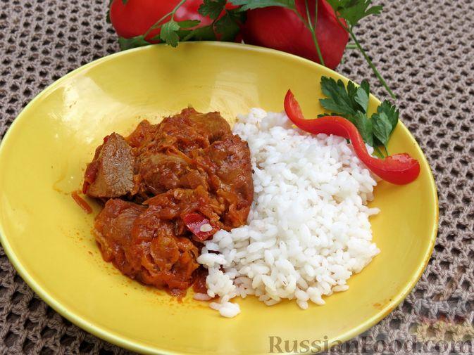 Фото приготовления рецепта: Индейка, тушенная с овощами в томатном соусе, с сыром - шаг №17