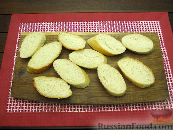 Фото приготовления рецепта: Яичные гренки с зеленью - шаг №4