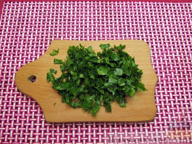 Фото приготовления рецепта: Яичные гренки с зеленью - шаг №5
