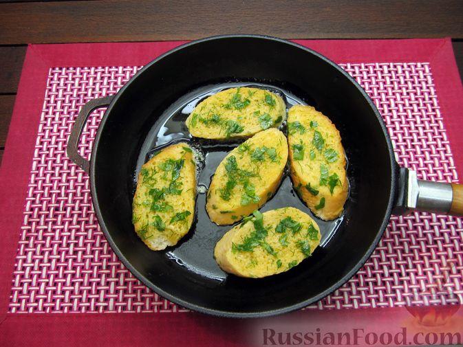 Фото приготовления рецепта: Яичные гренки с зеленью - шаг №9