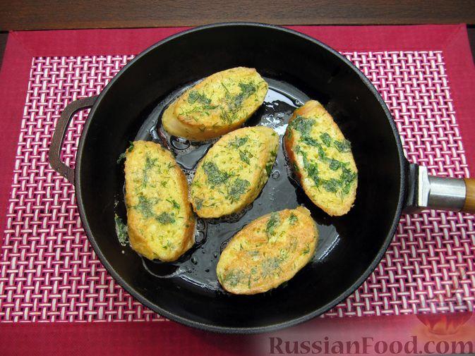 Фото приготовления рецепта: Яичные гренки с зеленью - шаг №10