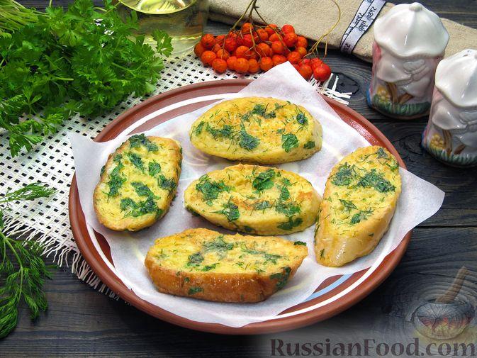 Фото приготовления рецепта: Яичные гренки с зеленью - шаг №11