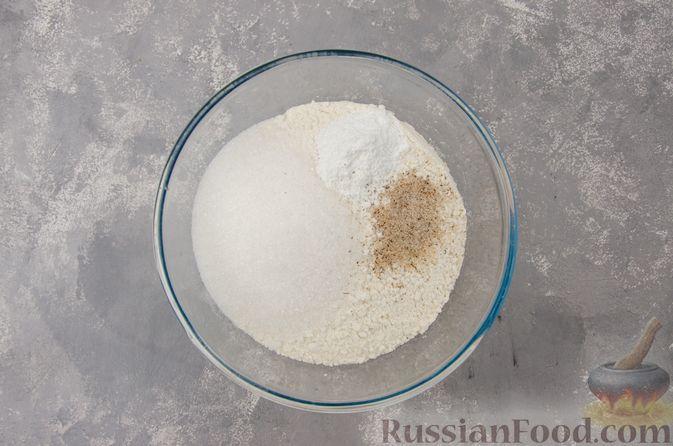 Фото приготовления рецепта: Творожный пирог-плетёнка с яблочной начинкой - шаг №2