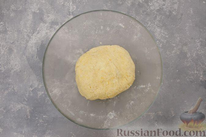 Фото приготовления рецепта: Творожный пирог-плетёнка с яблочной начинкой - шаг №6