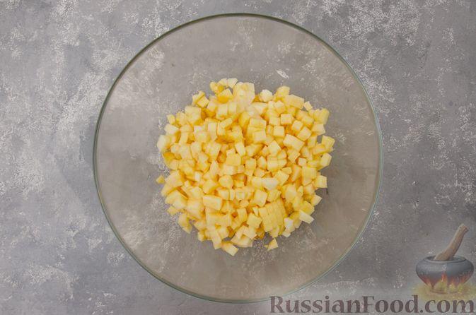 Фото приготовления рецепта: Творожный пирог-плетёнка с яблочной начинкой - шаг №7