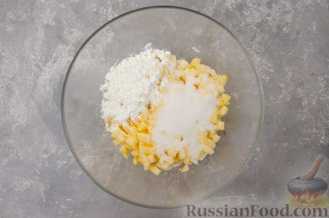 Фото приготовления рецепта: Творожный пирог-плетёнка с яблочной начинкой - шаг №8