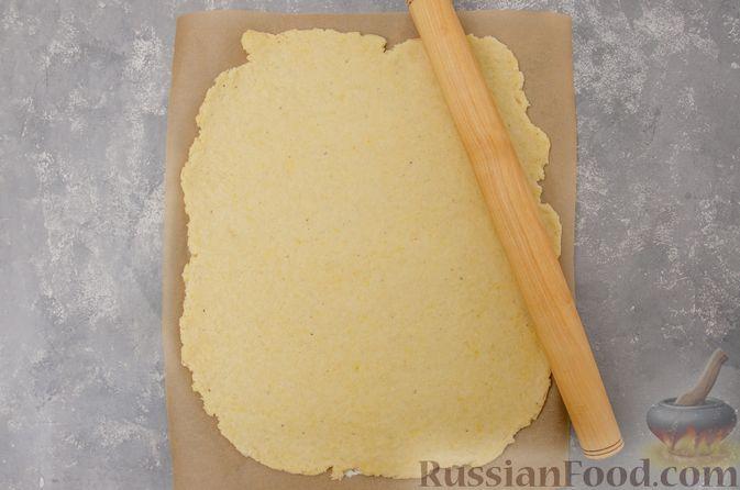 Фото приготовления рецепта: Творожный пирог-плетёнка с яблочной начинкой - шаг №9