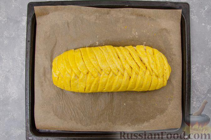 Фото приготовления рецепта: Творожный пирог-плетёнка с яблочной начинкой - шаг №14