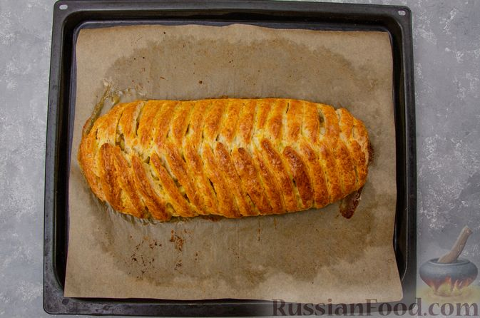 Фото приготовления рецепта: Творожный пирог-плетёнка с яблочной начинкой - шаг №15