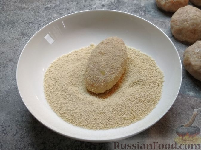 Фото приготовления рецепта: Котлеты из филе трески - шаг №4